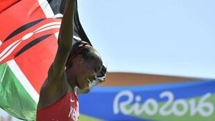 Jemima Sumgong asherehekea ushindi wa mbio za Marathon Jumapili Agosti 14 2016 nchini Brazil