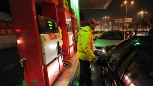 Chineses cogitam proibir a produção e a venda de veículos que usam combustíveis fósseis (gasolina e diesel).