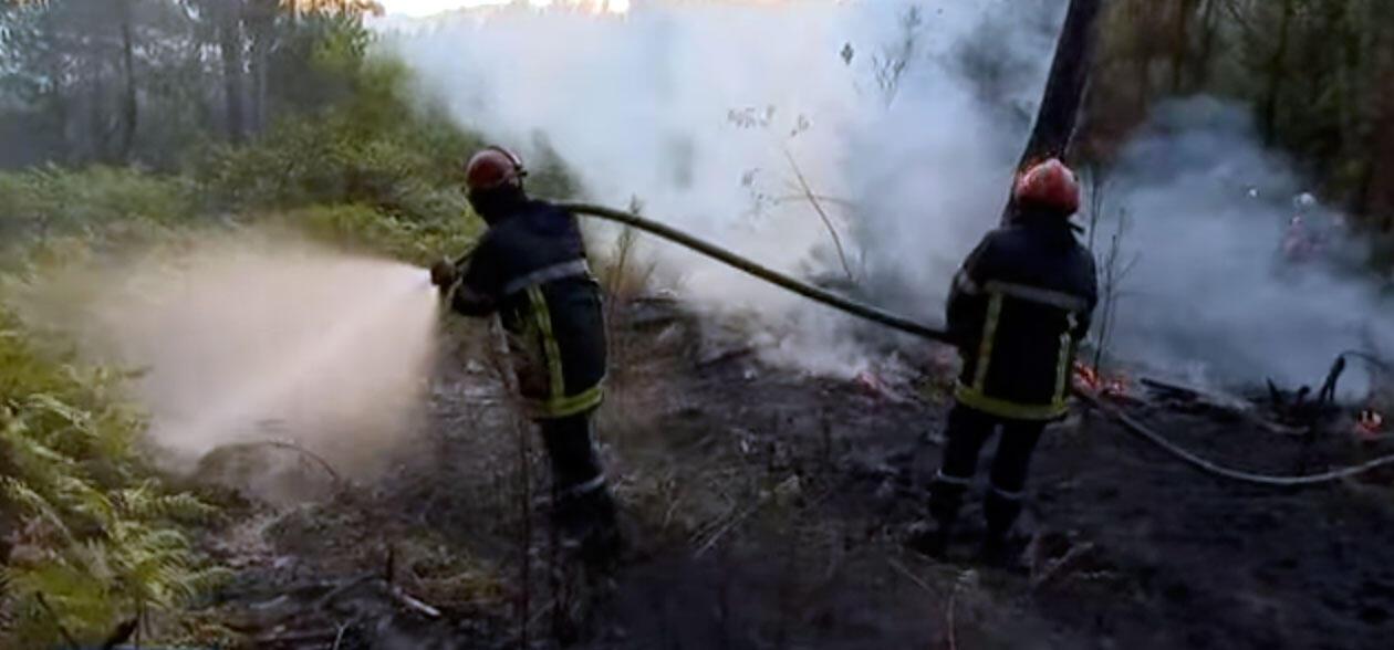 Um dos incêndios começou por volta das 16h da terça-feira, no município de Issac, e queimou cerca de sete hectares de vegetação.