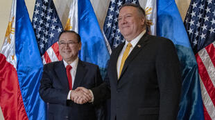 Ngoại trưởng Philippines Teodoro Locsin Jr. và đồng nhiệm Mỹ Mike Pompeo tại Manila, thủ đô Philippines ngày 01/03/2019.