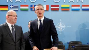 Министр обороны Грузии Леван Изория (слева) и генсек НАТО Йенс Столтенберг, Брюссель, 16 февраля 2017