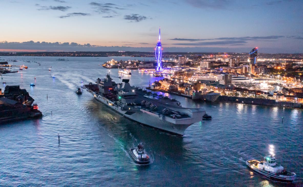 """英國皇家海軍""""伊麗莎白女王號""""航母出港資料圖片"""