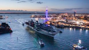 """英国皇家海军""""伊丽莎白女王号""""航母出港资料图片"""