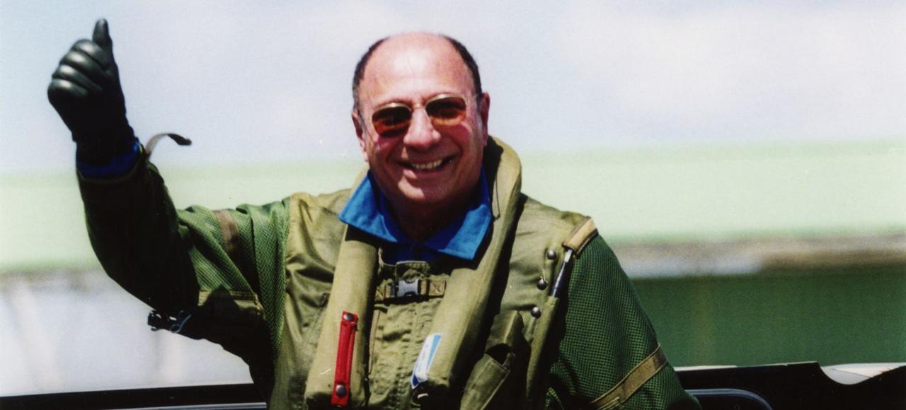 "عکس آرشیو- سرژ داسو، رئیس شرکت هوانوردی داسو در فرودگاه ""بورژه"". ١١ ژوئن ١٩٩٩"