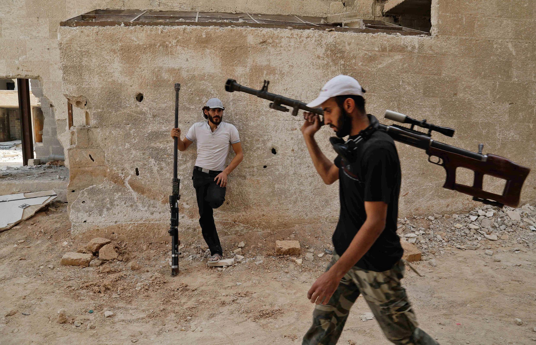 Các chiến binh lực lượng nổi dậy trong vùng đông Ghouta, gần Damas, ngày 20/07/2017.