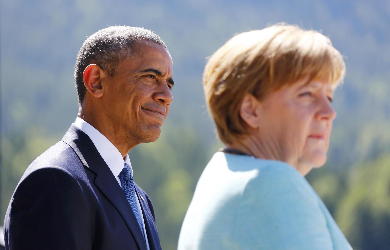 Presidente norte-americano, Barack Obama, e chanceler alemã, Angela Merkel, discursam na abertura da cúpula em 7 de junho de 2015.