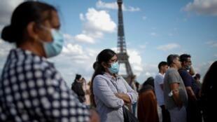 Sur la place du Trocadéro, près de la Tour Eiffel, à Paris, le 3 août 2020.