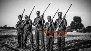A jornalista Valentine Van Vyve e o fotógrafo Olivier Papegnies ganham prêmio por trabalho sobre milícias em Burkina Faso.