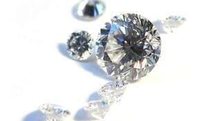 Jeremy Ratcliffe affirme ne pas avoir vendu les diamants au profit de la Fondation Nelson Mandela.