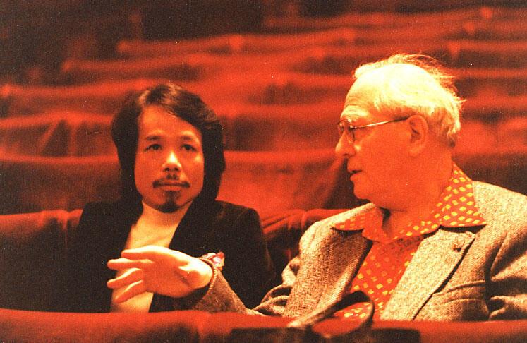 Nhạc sĩ Nguyễn Thiện Đạo cùng với Olivier Messiaen tại Liên Hoan Metz năm 1980.