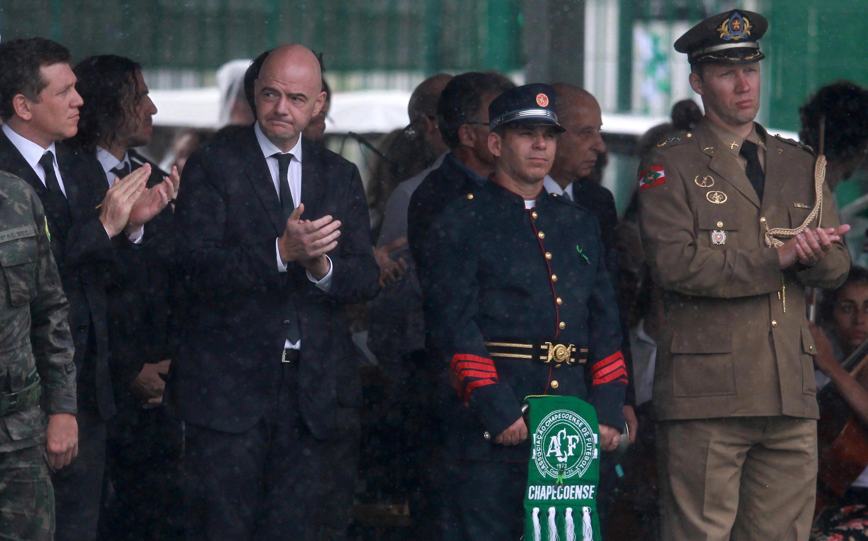 Gianni Infantino, el presidente de la FIFA, en el homenaje a las víctimas del crash en Colombia, este 3 de diciembre de 2016 en Chapecó, Brasil.