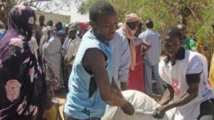 La suspension des activités du CICR va avoir un impact sur les populations. Photo : distribution de nourriture à Gao.