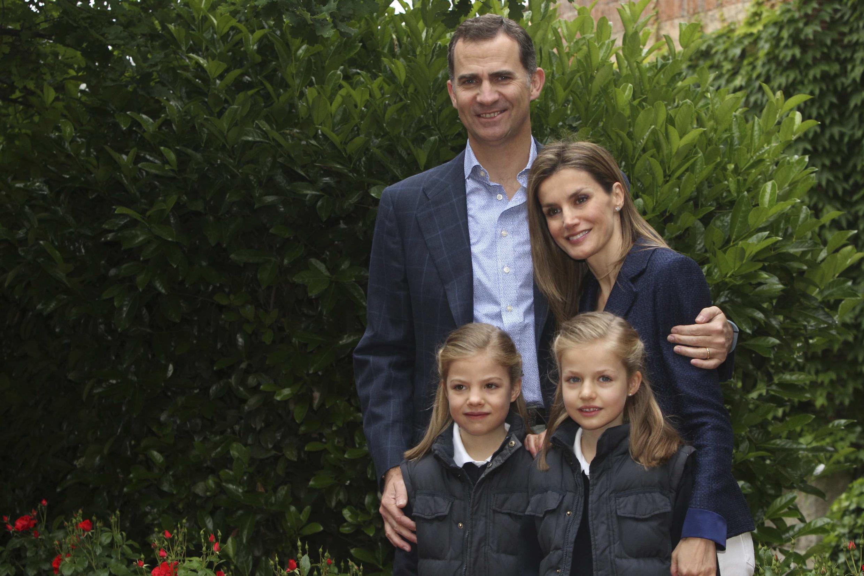 Felipe, son épouse Letizia et leurs deux filles, Sofia (G) et Leonor (D), le 22 mai 2014.