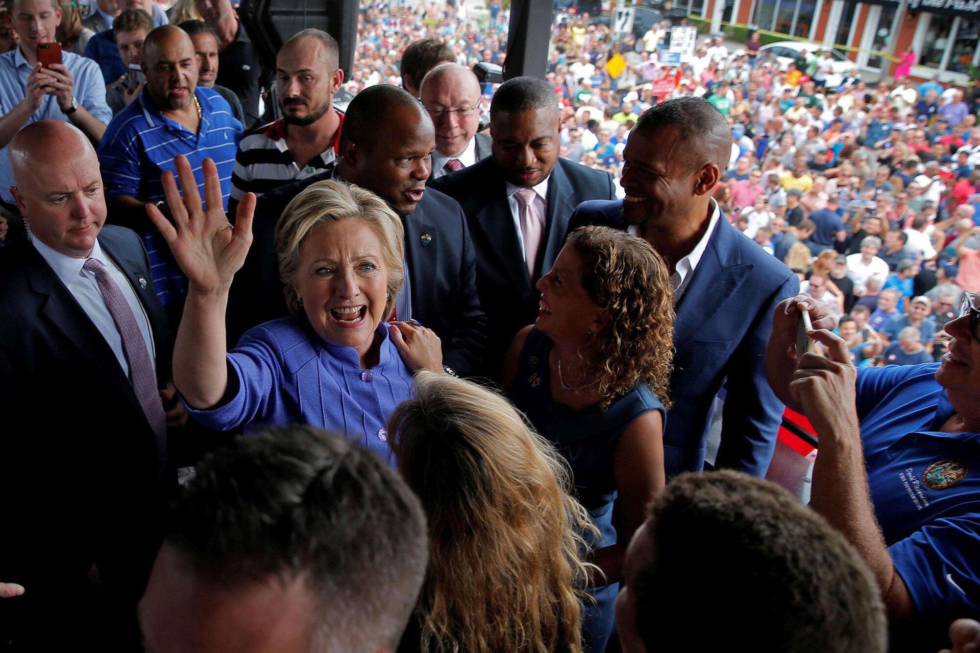 La candidate démocrate, Hillary Clinton après un meeting en Floride, le 30 octobre 2016.
