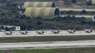 Des F-16 norvégiens sur le tarmac de la base de l'Otan en Crète, le 22 mars 2011.
