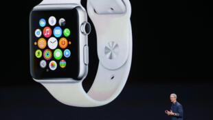 Tim Cook, presidente da Apple, apresenta o Apple Watch.