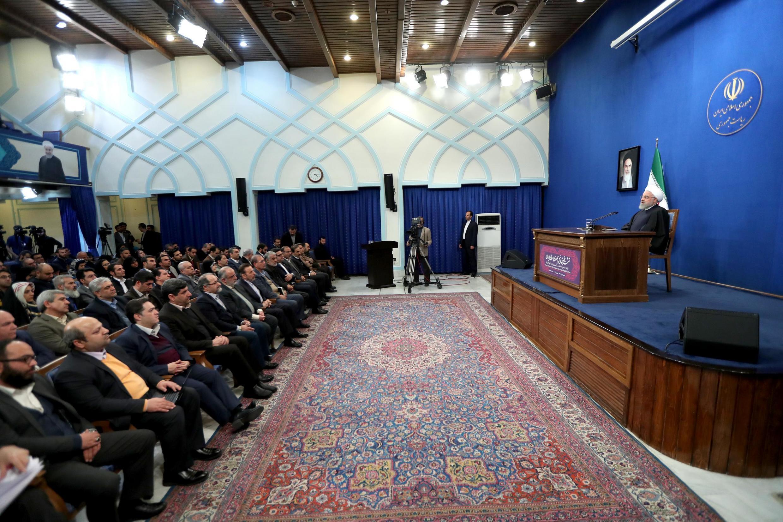 حسن روحانی، رییسجمهوری اسلامی ایران، در چهاردهمین نشست خبری خود با خبرنگاران داخلی و خارجی به موضوعاتی از جمله تحریمها، انتخابات، اعتراضات، سرنگون شدن هواپیمای مسافربری اوکراینی توسط موشکهای سپاه پاسداران و بحرانهای سیاسی در منطقه پاسخ داد.