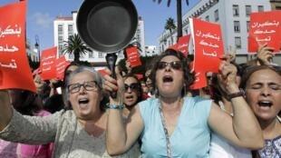 Manifestation à Rabat, mardi 24 juin, pour demander la démission du Premier ministre après ses propos tenus sur les femmes.