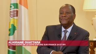 Rais Alassane Ouattara wakati wa mahojiano na vituo vya RFI na France 24, Jumanne, Oktoba 27, huko Abidjan.