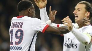 L'Ivoirien Serge Aurier avec le Suédois Zlatan Ibrahimovic.