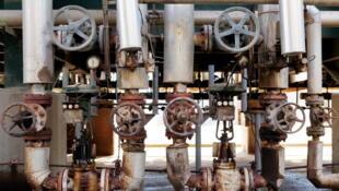 La Libye subit de lourdes pertes à cause des fermetures répétées des terminaux pétroliers. Ici, l'intérieur de la raffinerie d'al Zawiya.