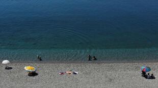 Praias da região da Antália, no sul da Turquia, foram abandonadas pelos turistas neste verão.