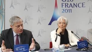 Christine Lagarde (a direita), ministra das Finanças e Christian Noyer (esquerda), diretor do banco central da França durante coletiva sobre o G20, em Paris.