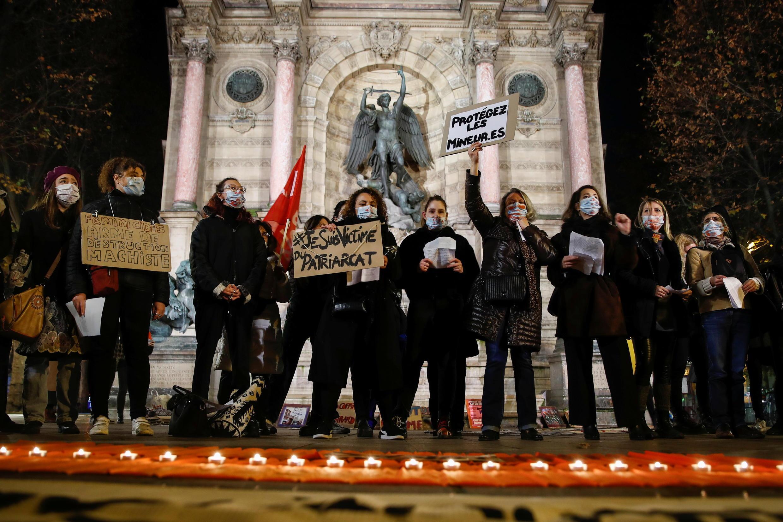 2020-11-25 france international day for the elimination of violence against women paris saint michel