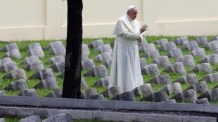 Le pape François au cimetière de Redipuglia, le 13 septembre 2014.