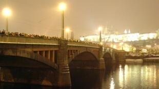Cầu Manes, trung tâm thủ đô Praha, Tiệp Khắc.