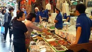 Le marché Ameya-Yokochō à Tokyo.