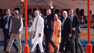 Thủ tướng Ấn Độ Narendra Modi, tổng thống Pháp Emmanuel Macron và Thủ hiến bang Uttar Pradesh Yogi Adityanath tại Varanasi, Ấn Độ, ngày 12/03/2018.