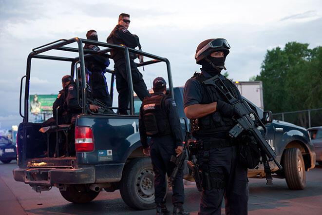 En México, casi el 60% de los actos de violencia contra los periodistas son cometidos por funcionarios públicos, generalmente policías.