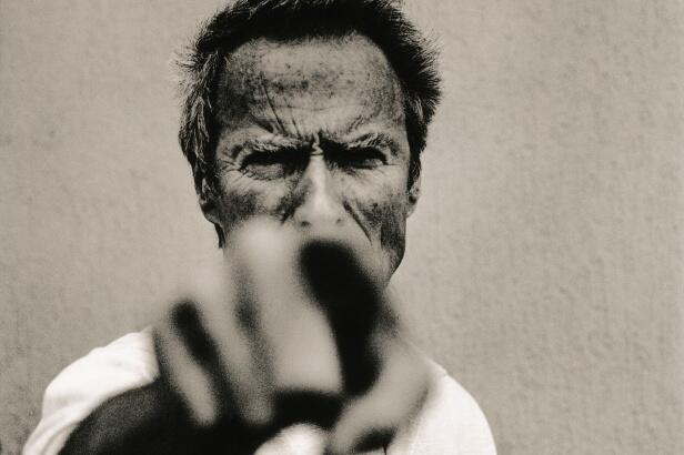 O ator Clint Eastwood fotografado por Corbin no Festival de Cinema de Cannes, em 1994.