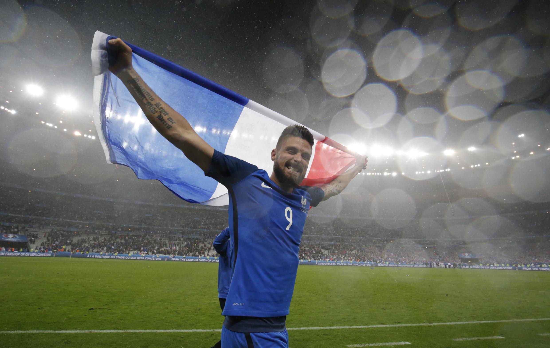 O atacante Olivier Giroud foi escolhido o melhor jogador em campo durante o jogo contra a islândia no Stade de France, em Saint-Denis.