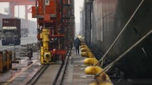 Một cảng container ở Tokyo. Ảnh chụp ngày 27/02/2013.