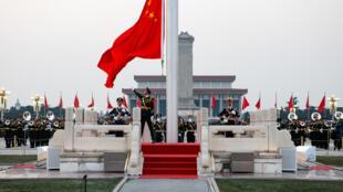 Quân đội Trung Quốc làm lễ thượng cờ trên quảng trường Thiên An Môn, Bắc Kinh, ngày đầu năm mới  01/01/2019.
