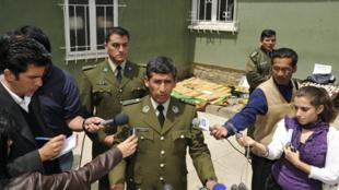 Le Bolivien René Sanabria (c), alors chef de la lutte anti-drogue, à La Paz, le 26 novembre 2008.