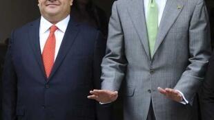 El gobernador de Veracruz, Javier Duarte, posa junto al rey de España, Felipe de Borbón.