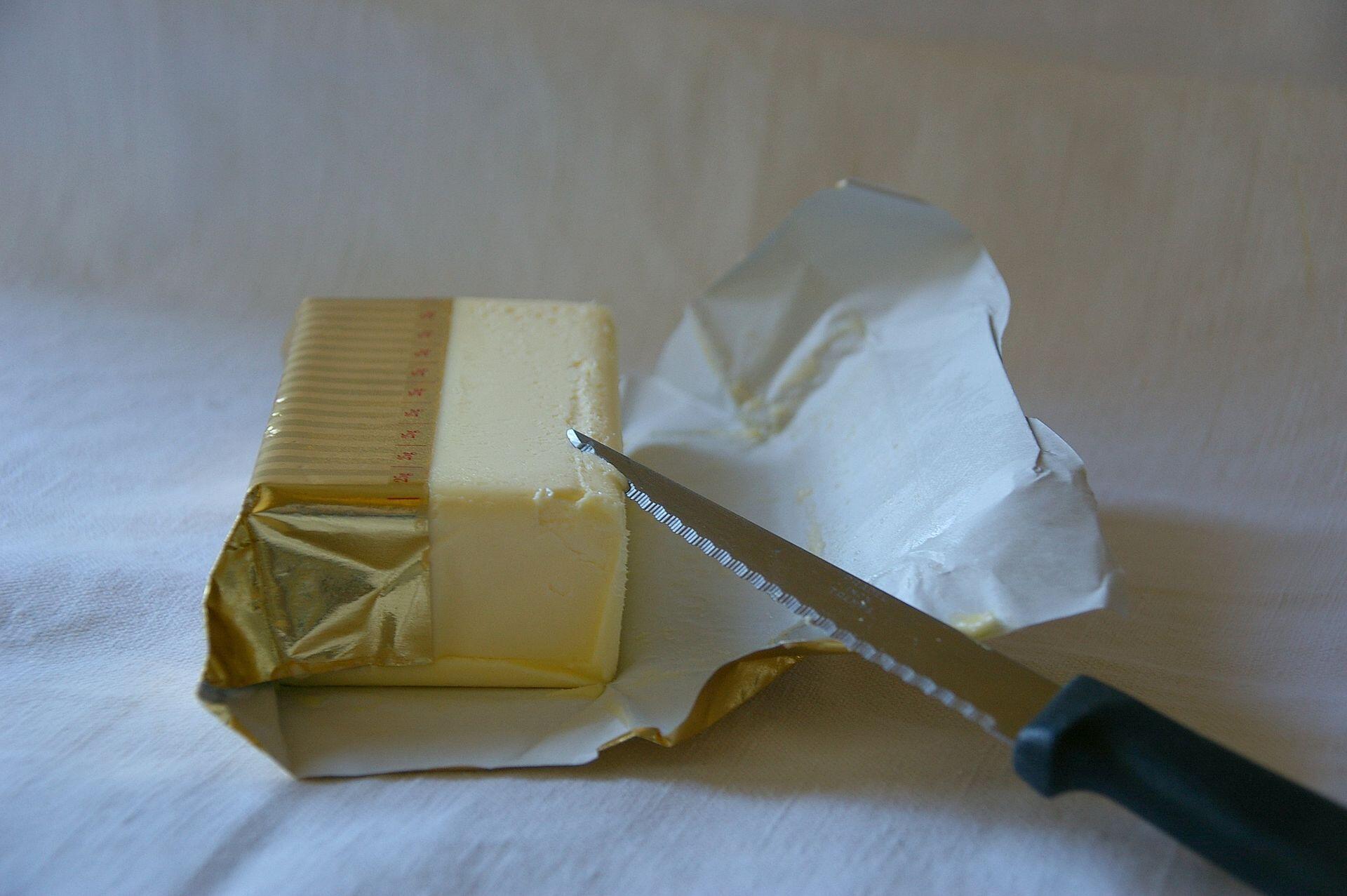 Suite à une pénurie de beurre, le Japon importe d'urgence des tonnes du produit laitier.