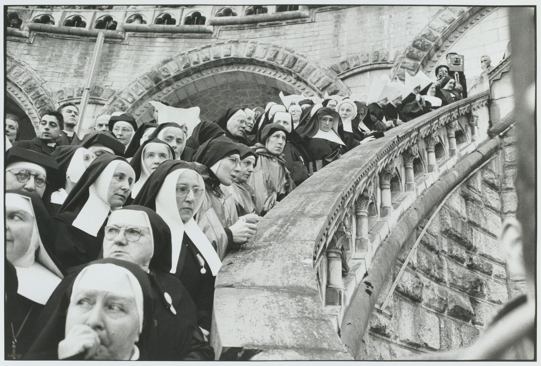 Henri Cartier-Bresson : Lourdes, France, 1958, épreuve gélatino-argentique de 1973.