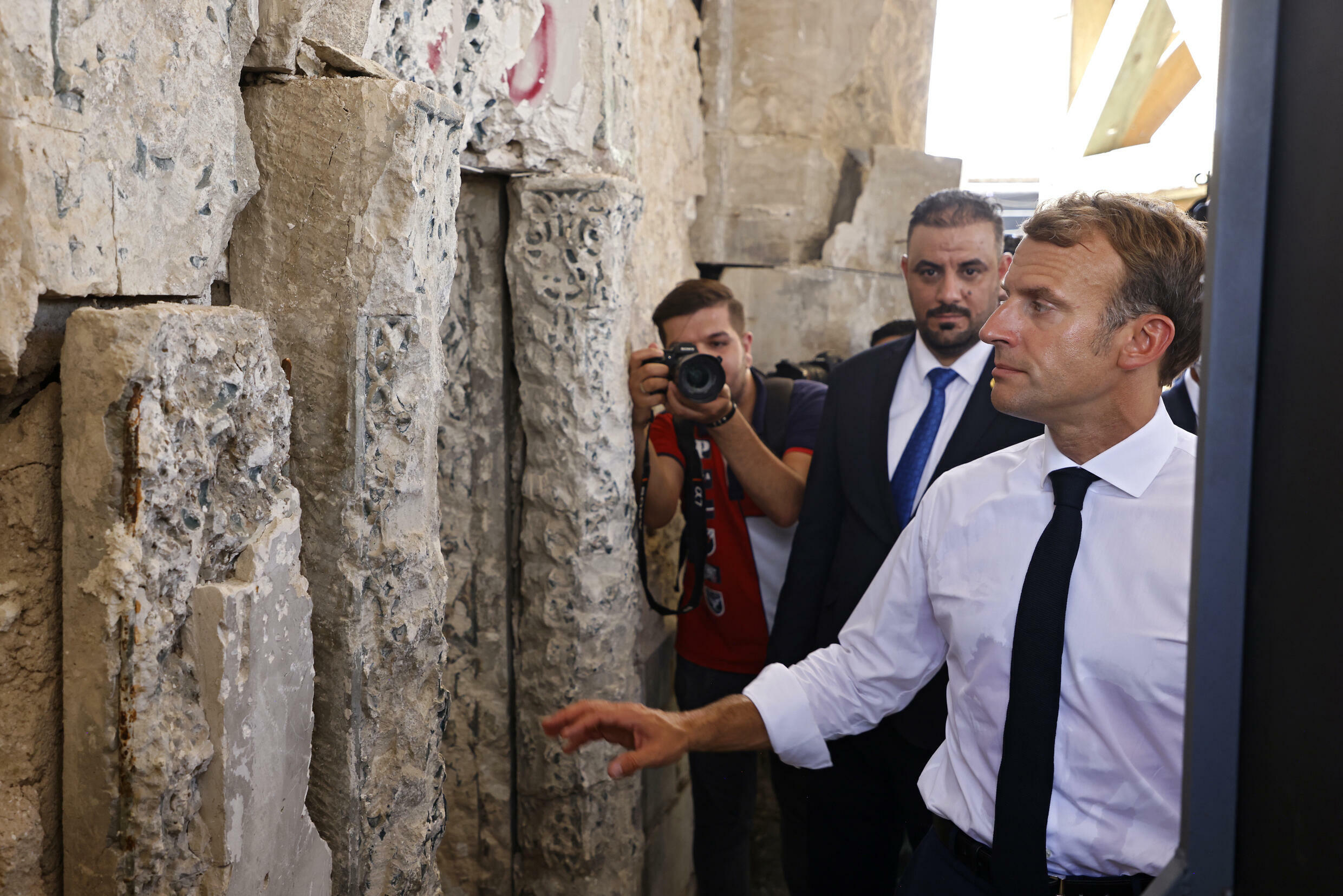 French President Emmanuel Macron visits the Al-Nuri Mosque in Mosul on August 29, 2021