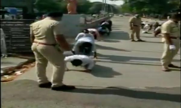 Une séance de yoga à Pune pour avoir bravé le confinement. Capture d'écran d'une vidéo publiée sur Twitter par l'agence de presse ANI.