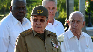 Le président Raul Castro, en compagnie d'Esteban Lazo (à gauche), Miguel Diaz et Jose Ramon Machado, en décembre 2017 à Santiago de Cuba.