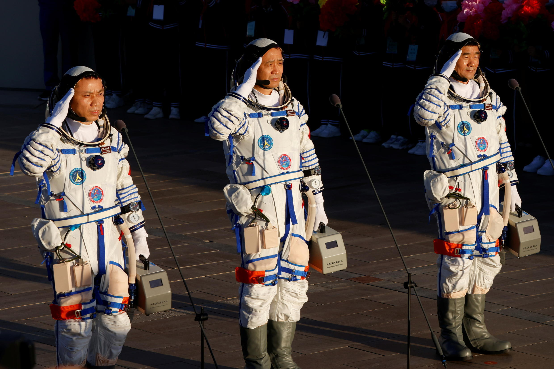 2021-06-16T225143Z_1769751582_RC2Y1O9YRZFT_RTRMADP_3_SPACE-EXPLORATION-CHINA-SHENZHOU