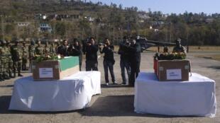 Похороны двух индийских солдат, убитых при перестрелки с пакистанскими военными, Раджури 09/01/2013