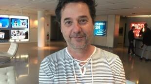 O escritor Henrique Schneider