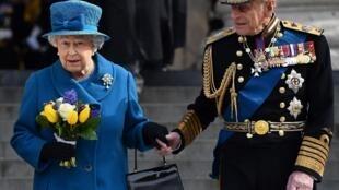 La reina Isabel II  y el príncipe Felipe, duque de Edimburgo, en Londres, Reino Unido, el 13 de marzo de 2015