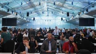 Los delegados de la  COP20 en sesión plenaria, en Lima, el  12 décembre 2014.