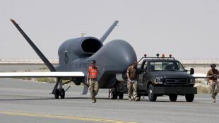 Global Hawk, máy bay trinh sát không người lái mà Nhật Bản mua từ Hoa Kỳ (wikipedia)